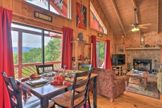 'Frog Leap' Hiawassee Cabin w/Blue Ridge Mtn Views