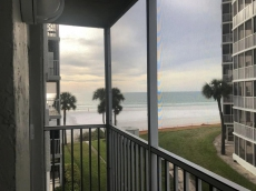 Beachfront. Gulf View from Every Room, Beach & Pool Open, Sunset View, CLEAN