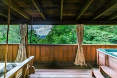 Nice View! Smokies Log Cabin,Fireplace,Hot Tub,Porch Bed,Private,Honeymoon,Relax