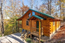 Hot Tub & WiFi - Family Log Cabin - Cozy Canopy - Mountain Retreat in Red River Gorge, KY!