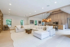 DESIGNER MASTERPIECE!!! close to town and beaches