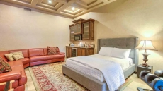 Huge 8 bdrm Luxury Villa with Guest House! Close to Old Town! SLEEPS 20