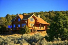 Cabin overlooks Moab and appeals to folks wanting to experience peace & quiet.