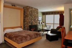 Ski home to this cozy condo w/ shuttle to slopes