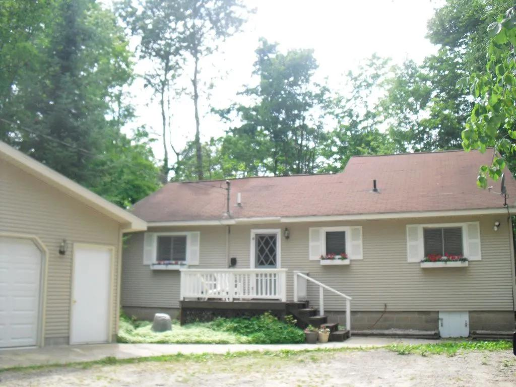 3 Bedrooms House rental in Charlevoix, Michigan