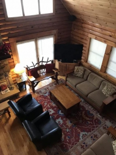 Large Log Home on 3 wooded acres Close to Slopes Seven Springs/HiddenValley