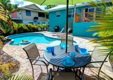 Caribbean Surf. Escape from it all, private pool, minute to beach