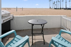1007 E Balboa 4 · Right on the Sand, Volleyball, boogie board 4 *
