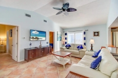 POOL VIEW 2 Bed 2 Bath walk to beach SPECIALS V6