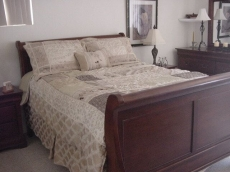 Sleigh bed, no snow in Hemet- Slider to the rear yard & pool or use the kitchen